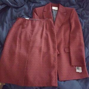 NWOT Le Suit size 10